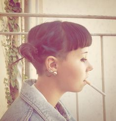 i love the bangs with the undercut! if only my hair wasn't to curly for this...