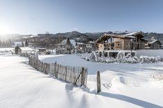 Das #PURADIES mit unserem #Badhaus im Vordergrund. #winterurlaub #austria #holiday #wellness