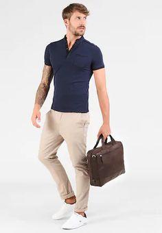 Hnědá, Béžová Pánské tašky pro agilní způsob života   ZALANDO Mens Tops, T Shirt, Fashion, Supreme T Shirt, Moda, Tee Shirt, Fashion Styles, Fashion Illustrations, Tee