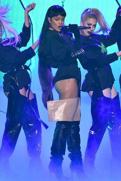 Legenda: Rihanna sempre está um passo fashion à frente.