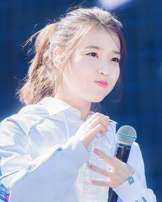 Iu Short Hair, Short Hair Styles, Korean Celebrities, Korean Actors, Anime Child, Aesthetic People, Side Bangs, Hairstyles With Bangs, Korean Beauty