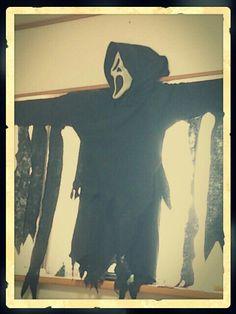 Ghost face!  movie by SCREAM  costume. I wore this when Halloween at USJ.  ホラー映画好きの友人たちとコスプレした、思い出の品。