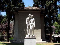 0_miradas_0 posted a photo:  Obra de la gran escultora Rebeca Matte Bello nacida en Santiago en 1875, fue la primera mujer chilena escultora, en 1918 fue nombrada profesora de la Academia de Bellas Artes de Florencia, cargo que nunca antes había sido otorgado a un extranjero y menos a una mujer, falleció en Paris en 1929, su hermoso legado artístico la ha convertido en una mujer que ha trascendido por el tiempo.  Esta escultura se ubica en la parte posterior del mausoleo donde descansan los…
