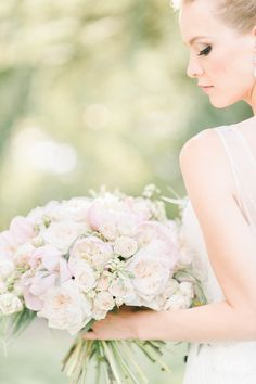 Dusty pink peonies: http://www.stylemepretty.com/maryland-weddings/2015/09/08/elegant-romantic-editorial-shoot-at-strong-mansion/ | Photography: Elizabeth Fogarty - http://elizabethfogartyphotography.com/