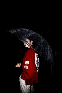 I love ❤️ my umbrella ☔ [story]. Photo Reference, Art Reference, Film Photography, Fashion Photography, Rainy Day Photography, Foto Portrait, Foto Pose, Red Aesthetic, Photoshoot Inspiration