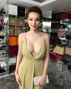 The newest FHM Model has left men drooling over her beauty and body! Know more about Sunshine Guimary here! Asian Woman, Asian Girl, All Girls School, Beautiful Asian Women, Chic, Asian Beauty, Sexy Women, Sunshine, Instagram