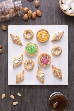 Questi corposi #biscotti a base di #mandorle hanno un aroma e una consistenza unici: fragranti e umidi grazie alla presenza della frutta secca, i #quaresimali (Lenten almond cookies) si sposano alla perfezione con le farciture più classiche ovvero colorato #zuccherofondente oppure marmellata di fichi. A #Pasqua rallegrano la tavola e possono essere un delizioso regalino ad ospiti, bambini e amici!