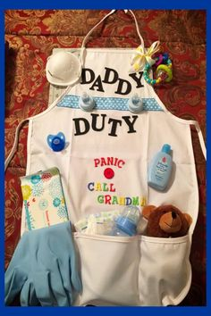 Baby shower gifts for dad to be - DIY baby gift for dad and father to be gift ideas - daddy s. Baby shower gifts for dad to be - DIY baby gift for dad and father to be gift ideas - daddy survival kits and funny home. Baby Shower Mixto, Distintivos Baby Shower, Cheap Baby Shower Gifts, Cadeau Baby Shower, Bebe Shower, Mesas Para Baby Shower, Baby Shower Diapers, Baby Shower Parties, Diaper Shower