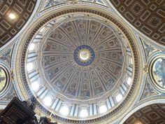 Cúpula sobre o túmulo de São Pedro na Basílica de São Pedro,Vaticano.