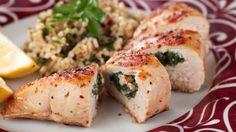 Une recette de cuisses de poulet farcies au poivron et au persil, présentée sur Zeste et Zeste.tv.