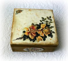Vintage style wooden tea box jewelry box by CarmenHandCrafts Wooden Tea Box, Wooden Keepsake Box, Keepsake Boxes, Wooden Boxes, Vintage Box, Vintage Roses, Vintage Style, Decoupage Box, Decoupage Vintage