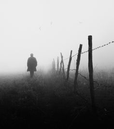 The Superb Atmospheric And Poetic Black & White Photo Artworks Of Gabriel Guerrero Caroca Fog Photography, Minimalist Photography, Photography Backdrops, Photography Portfolio, Aerial Photography, Wedding Photography, Dark Pictures, Foto Art, Monochrom