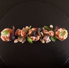 Recipe eel with shrimps - Lunch or starter - - Smoked eel with cocktail shrimps and sauce with toast. Delicious as an appetizer or as a lunch eel - Food Design, Chefs, Wine Recipes, Snack Recipes, Healthy Diners, Baking Bad, Bistro Food, Tapas, Star Food