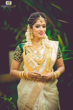 35 Gorgeous Kerala Saree Blouse Designs to try this year Kerala Wedding Saree, Kerala Bride, South Indian Bride, Saree Wedding, Indian Bridal, Bridal Sarees, Kerala Saree Blouse Designs, Set Saree, Kasavu Saree