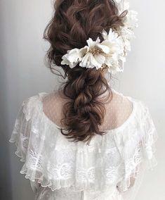 2018年秋冬!おしゃれなブライダルヘアカタログ20選 | marry[マリー] Kawaii Hairstyles, Bride Hairstyles, Cool Hairstyles, Bridal Hairdo, Bridal Hair And Makeup, Hairstyles For Medium Length Hair Tutorial, Flower Crown Hairstyle, Hair Arrange, Bridal Salon