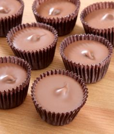 These easy homemade peanut butter cups and toffee candy recipes make great gifts for your family and friends! Easy recipes for delicious holiday sweets! Homemade Peanut Butter Cups, Chunky Peanut Butter, Chocolate Peanut Butter Cups, Chocolate Peanuts, Chocolate Chips, Chocolate Candies, Sloppy Joe, Corn Dogs, Croissants