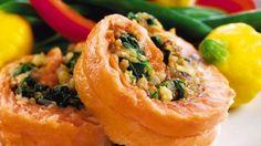 Walnut-Stuffed Salmon: I love salmon, sinach and walnuts! Heart Healthy Diet, Heart Healthy Recipes, Salmon Recipes, Seafood Recipes, Salmon Meals, Seafood Meals, California Walnuts, Candied Walnuts, Crusted Salmon