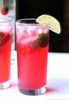 Blackberry Mojito This classic drink is made spectacular with the addition of fresh #blackberry juice! #mojito