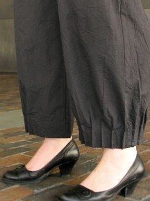 cool ankle detail - Paris Pant by Blanque - Link no longer worksThe Paris Pant is a new favorite of ours from Blanque! The always great, crush fabric in black, is a light weight that drapes well. The main feature is the pleated ankle detail! Kurti Sleeves Design, Kurta Neck Design, Sleeves Designs For Dresses, Dress Neck Designs, Pakistani Fashion Casual, Pakistani Dresses Casual, Pakistani Dress Design, Kurta Designs Women, Salwar Designs