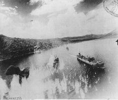 米軍機の攻撃をうける【日本丸】型の油槽船