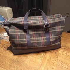 Simonette Créations sur Instagram: Tadahhh Mon sac #sacboston de chez @patrons_sacotin en tartan. Tissu et accessoires de la @lamerceriedescreateurs ❤❤ #sac #sacôtin…