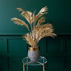 This faux gold palm tree is a showstopper plant for a real hit of glamour and pizzazz. Art Deco Living Room, Art Deco Bedroom, Gold Bedroom, My Living Room, Dark Green Living Room, Palm Tree Decorations, Gold Decorations, Gold Home Accessories, Gold Aesthetic