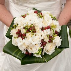 http://www.flower-arrangement-advisor.com/images/white_rose_bridal_bouquet_2.jpg