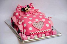 How cute for a little girls's birthday cake.