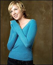girls-traylor-howard-ass-papa-babes