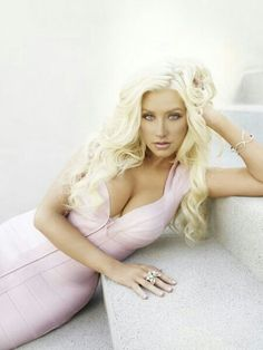 Christina Aguilera i love this light makeup it's so pretty!