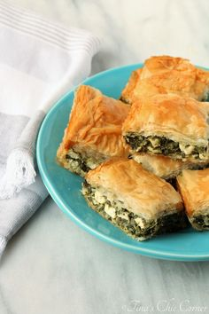 Spinach Pie (Spanakopita) – Tina's Chic Corner Spinach Pie (Spanakopita) – Tina's Chic Corner Vegetable Recipes, Vegetarian Recipes, Cooking Recipes, Healthy Recipes, Veggie Dishes, Vegetarian Cooking, Savoury Dishes, Vegan Meals, Vegan Desserts