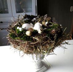 DIY zarter Frühlingskranz aus einem Drahtbügel auf Mrsgreenhouse.de ...