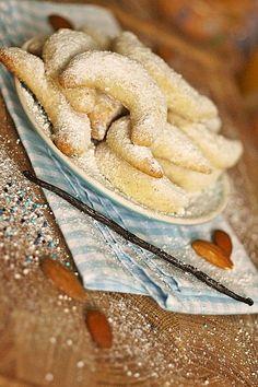 Vanillekipferl, ein leckeres Rezept aus der Kategorie Kekse & Plätzchen. Bewertungen: 84. Durchschnitt: Ø 4,5.