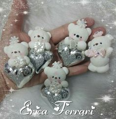 Osos corazón Polymer Clay Ornaments, Polymer Clay Christmas, Polymer Clay Figures, Fimo Clay, Polymer Clay Art, Felt Ornaments, Polymer Project, Polymer Clay Projects, Noel Christmas