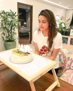 Parineeti Chopra Celebrates for Birthday! October 22, 2015