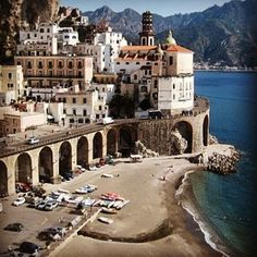 #tbt One of my favorite small towns in Italy- Atrani on the Amalfi Coast, don't blink or you'll miss it! It is home to the secret stair... Intrigued? ;) Go see for yourself!