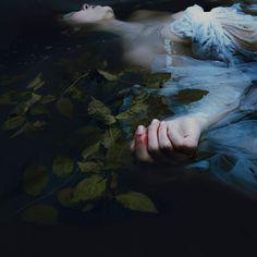 Ophelia ~ Hamlet by Mira Nedyalkova photography Dark Photography, Underwater Photography, Story Inspiration, Character Inspiration, Foto Gif, Slytherin Aesthetic, Dark Art, Photoshoot, Pictures