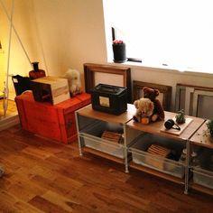 Atsushiさんの、収納,見せる収納,窓辺,アンティーク,ペットハウス,ぬいぐるみ,サボテン,額縁,木箱,無印良品,リビング,のお部屋写真