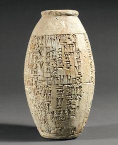 Rare vase barillet gravé sur la panse d'une inscription historique en caractères cunéiformes relatant le dragage du Tigre par le roi Sîn-Iddinam : « Je suis Sîn-Idinam, le mâle puissant, le nourrisseur… - Pierre Bergé & associés - 01/12/2007