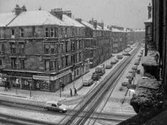 A great view of the tenements of Glasgow in the snow. Glasgow Scotland, Edinburgh, Grey Wallpaper Iphone, Glasgow City, Best Cities, Great View, Great Britain, Old Photos, Architecture