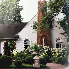 all the beauty things. Small Courtyard Gardens, Small Courtyards, Beautiful Buildings, Beautiful Homes, Beautiful Places, Outdoor Spaces, Outdoor Living, Oh My Home, Garden Urns