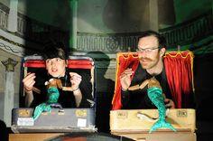 Castelet valise et marionnettes-cravate. Intéressant!