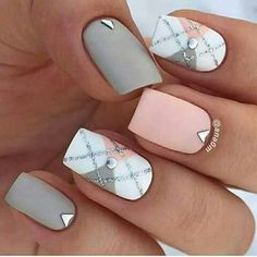 2017 Fall/winter nail art design | squoval | short nails | #diamonds | checker | matte | gel polish | gray | pink