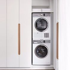 Hide your laundry! Featuring the @fisherpaykelau 8kg Condensor Dyer and 8.5kg Front Loader Washer. Designed by @geoffrichardsarchitects via @simon_devitt