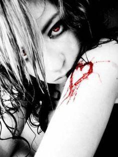 Hay siempre un sentimiento muerto en un corazón roto. : Hay cosas que se pierden y no encuentras un por qué, hay obstaculos que pueden hacerte caer, hay momentos en que te entran ganas de abandonar todo, hay siempre un sentimiento muerto en un corazón roto. Hay un sentimiento muerto en mi organo vital, mi corazón muerto recluso en una caja musical, olvidar es engañarse a uno mismo NO TE MIENTAS tengo la esperanza de ver si mi corazón despierta. Pese a todo hay que avanzar en este lado del…