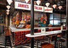 Jamie's Italian in Rotterdam  Al eerder vertelden we je dat de britse tv-kok Jamie Oliver een restaurant zou gaan openen in de Rotterdamse Markthal, en nu is het zover!Na maanden van wachten ...