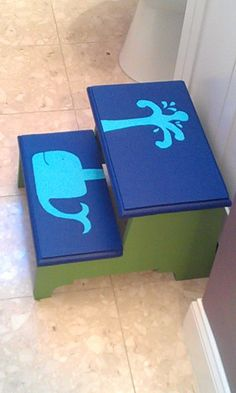 Step Stool love the whale Diy Wood Projects, Diy Projects To Try, Home Projects, Wood Crafts, Fun Crafts, Woodworking Projects, Baby Bathroom, Whale Bathroom, Kid Bathrooms