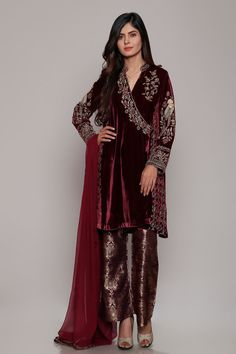 Latest Party Wear Dresses Embroidered Suits 20120 Designs by Chinyere Pakistani Party Wear, Pakistani Bridal Dresses, Pakistani Dress Design, Indian Dresses, Indian Outfits, Velvet Dress Designs, Fashion 2018 Trends, Suits For Women, Clothes For Women