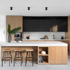 Modern Kitchen Design – Want to refurbish or redo your kitchen? As part of a modern kitchen renovation or remodeling, know that there are a . Kitchen Remodel, Kitchen Decor, New Kitchen, Home Kitchens, Kitchen Layout, Minimalist Kitchen, New Kitchen Cabinets, Kitchen Renovation, Minimalist Kitchen Design