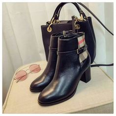 •°¯`•• STUNNING ••´¯Burberry cow leather ankle boots sz39 uk6